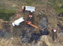 Réparation de la section de gazoduc passant par le cha de l'eau Photographie stock