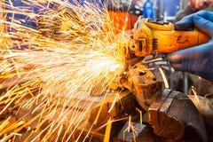 Réparation de mécanicien automobile photo stock