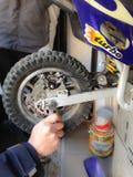 Réparation de motocyclette photos libres de droits