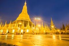 Réparation de pagoda de Shwedagon tous les cinq ans à la fois pour pas à Photo stock