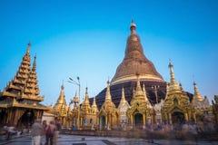 Réparation de pagoda de Shwedagon tous les cinq ans à la fois pour pas à Photo libre de droits