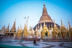 Réparation de pagoda de Shwedagon tous les cinq ans à la fois pour pas à Photos libres de droits
