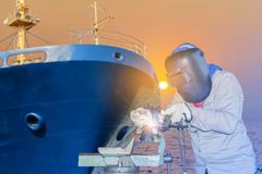 Réparation de soudure de bateau image stock