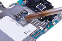 Réparation de téléphone portable Images libres de droits