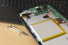 Réparation de Tablette images libres de droits