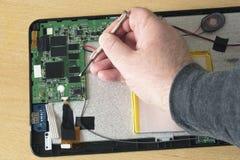 Réparation de Tablette photo stock
