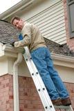 Réparation de toit image stock