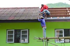 Réparation de toit image libre de droits