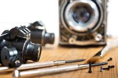 Réparation de vieil appareil-photo Photographie stock