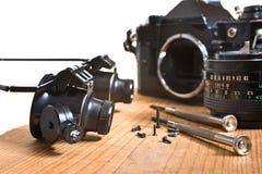 Réparation de vieil appareil-photo Images libres de droits