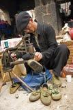 Réparation des chaussures photos libres de droits