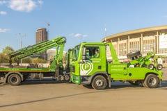 Réparation des routes à Moscou dépanneuse de machine Photo libre de droits