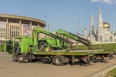 Réparation des routes à Moscou dépanneuse de machine Photos stock
