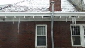 Réparation du besoin de toit et de soffite Photos stock