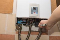 Réparation du chauffe-eau de gaz Image libre de droits