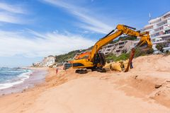 Réparations d'érosion d'océan de plage de construction Image libre de droits
