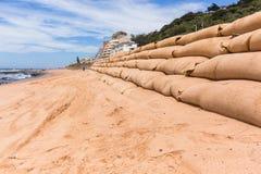 Réparations d'érosion d'océan de plage de construction Photographie stock libre de droits