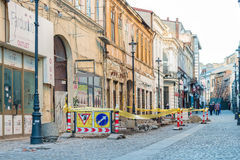 Réparations sur la rue de Gabroveni à Bucarest Images stock