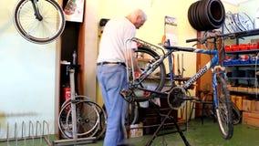 Réparez la bicyclette banque de vidéos