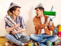 Réparez la famille par la maison heureuse de bâtiment de couples Famille de querelle Images libres de droits