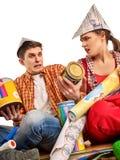 Réparez la famille par la maison heureuse de bâtiment de couples Famille de querelle Photographie stock