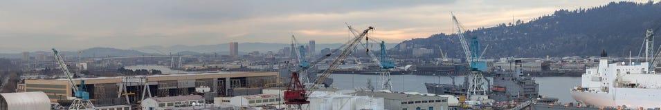 Réparez le chantier naval dans le panorama de Portland Orégon images stock