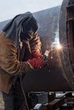 Réparez le travail sur le grand appareillage chimique soudé de bride Image libre de droits