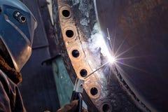Réparez le travail sur le grand appareillage chimique soudé de bride Photo stock