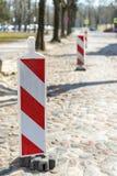 Réparez les barrières blanc rouge photo stock