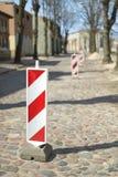 Réparez les barrières blanc rouge image stock
