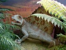 Réplica de Pelicossauro feroz Dimetrodon fotografia de stock