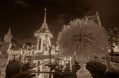 Réplica do crematório real para a cremação real de seu rei Bhumibol Adulyadej da majestade em BridgePhra memorável Phuttayotf imagem de stock royalty free