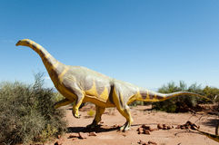 Réplica do dinossauro do Riojasaurus - Argentina foto de stock royalty free