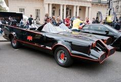 Réplica original de Batmobile na reunião Londres de Gumball Imagens de Stock