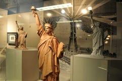 Réplicas pequenas da estátua de liberdade Foto de Stock