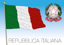 République de l'Italie, drapeau sur le ciel bleu avec le manteau des bras illustration de vecteur