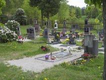 République Tchèque, Doln Prysk, le 30 avril 2018 : vieux cimetière de village Photographie stock
