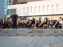 Réquiemes para las víctimas del vuelo MH17 Orquesta sinfónica de Kharkov Fotos de archivo libres de regalías