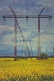 Réseau de distribution à haute tension d'énergie électrique Photographie stock