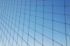 Réseau de fil sur le gradient bleu Image libre de droits