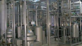 Réseau de pipe-lines à une usine de gaz banque de vidéos
