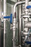 Réseau de pipe-lines fait d'acier inoxydable photos stock