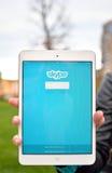 Réseau de Skype sur l'affichage d'Ipad Image libre de droits