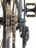 Réseau et roues dentées sur la bicyclette Photos libres de droits