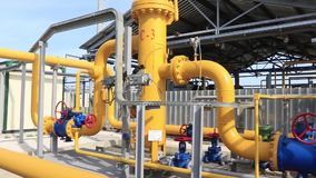 Réseau et valve de pipe-lines à une installation de production et de transformation de gaz clips vidéos