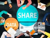 Réseau informatique de part partageant le concept social de connexion réseau Photo libre de droits