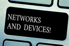Réseaux et dispositifs des textes d'écriture Signification de concept employée pour relier les ordinateurs ou tout autre clavier  photo libre de droits