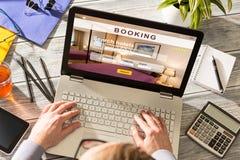 Réservation d'affaires de recherche de voyageur de voyage d'hôtel de réservation image stock