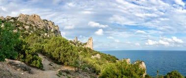 Réservation naturelle de bâti Karaul-Oba, Crimée, ville de Sudak, la Mer Noire Photo stock