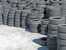 Réserve des pneus utilisés Photo libre de droits